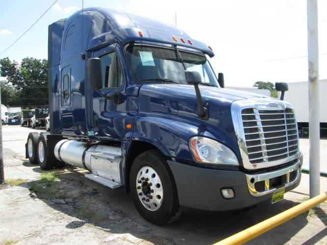 2013 BLUE /GRAY Freightliner CASCADIA , MANUAL transmission, located at 9172 North Fwy C, Houston, TX, 77037, (713) 910-6868, 29.894211, -95.411324 - Photo #0