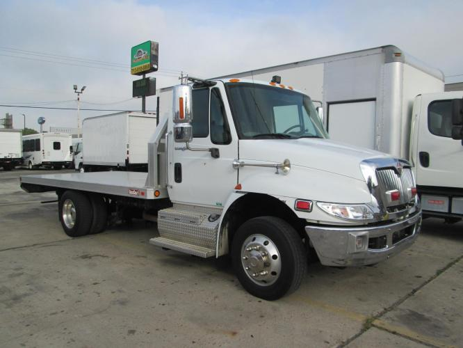 2011 WHITE /GRAY International 4300 with an V6 engine, AUTOMATIC transmission, located at 9172 North Fwy C, Houston, TX, 77037, (713) 910-6868, 29.894211, -95.411324 - Photo #0