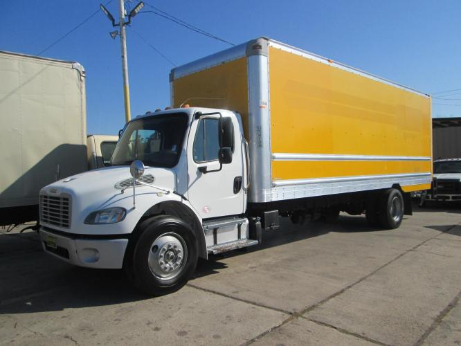 2016 FREIGHTLINER M2-106 26' FEET WITH LIFT GATE
