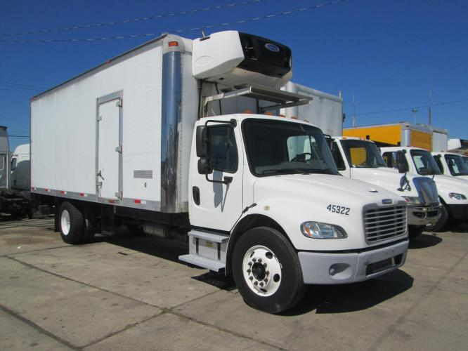2011 FREIGHTLINER M2-102 22' FEET FREEZE BOX